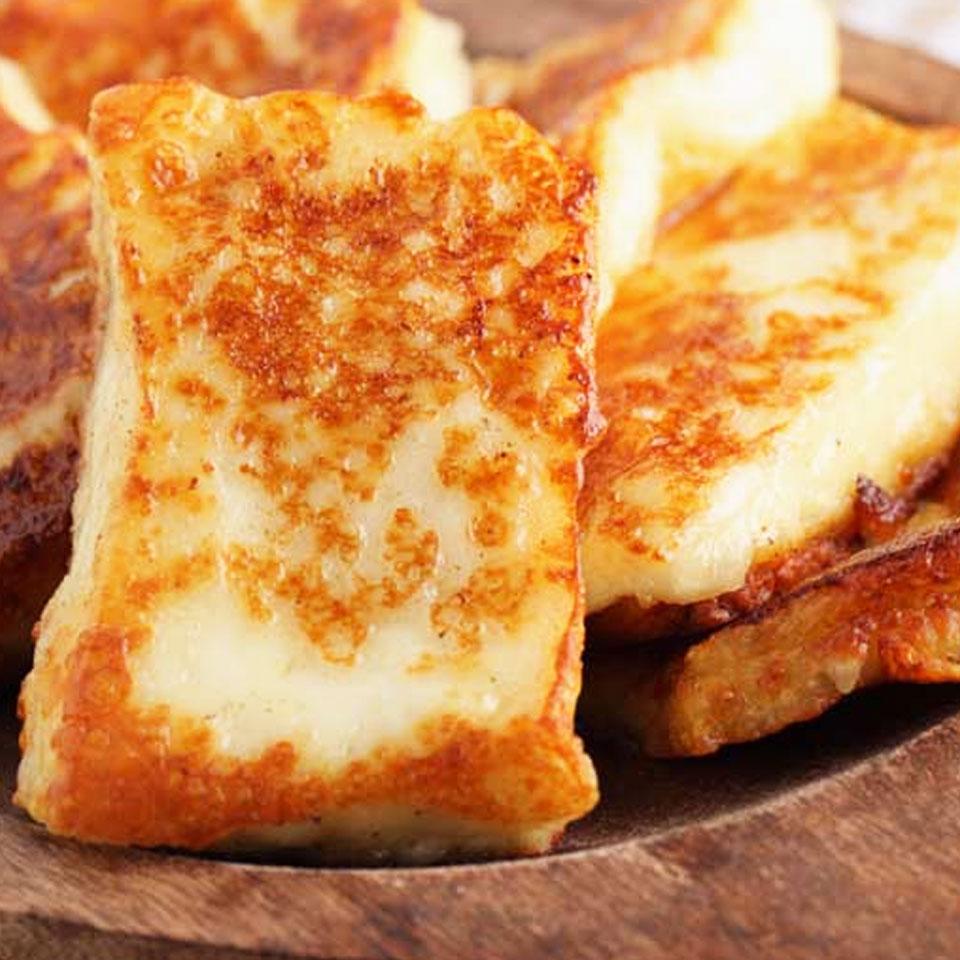 Halumio sūris su avokadais